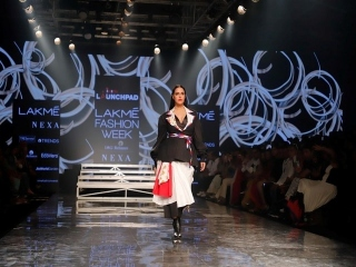 Bollywood-Diva-Neha-Dhupia-as-showstopper
